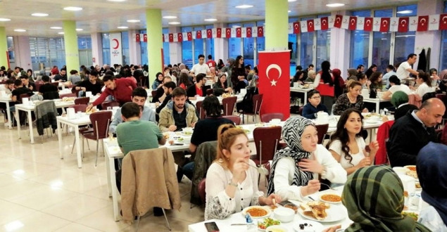 Karabük Türk Kızılay'dan Gençlere İftar