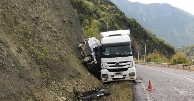Tırın Çarptığı Aracın Sürücüsü Ölümden Döndü
