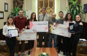 Ödüllü öğrencilerden Rektör Polat'a ziyaret