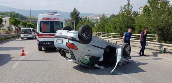Genç Mimarın Otomobili Bariyerlere Çarparak Takla Attı