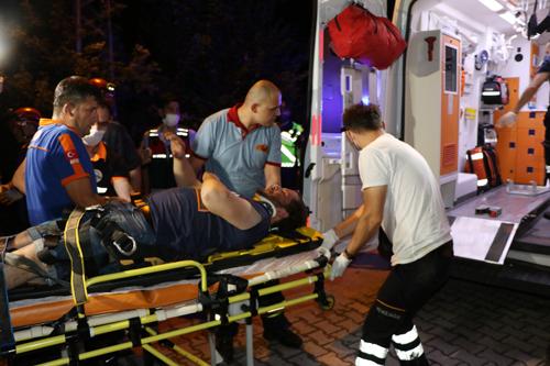 Kanyona Uçan Otomobildeki İki Kişi Yaralandı