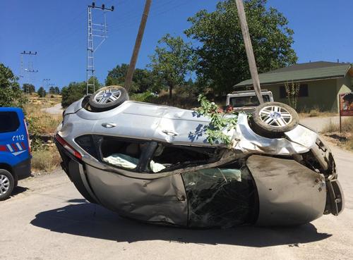 Kanyona Uçan Otomobil Vinç Yardımıyla Kurtarıldı